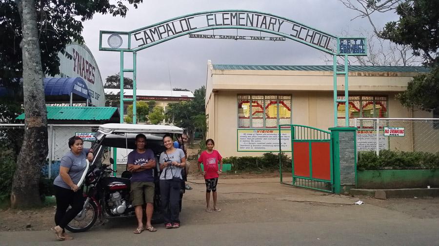 Paseo en triciclo por el pueblo de Tanay Rizal, visitando la escuela donde estudio la madre de Irene