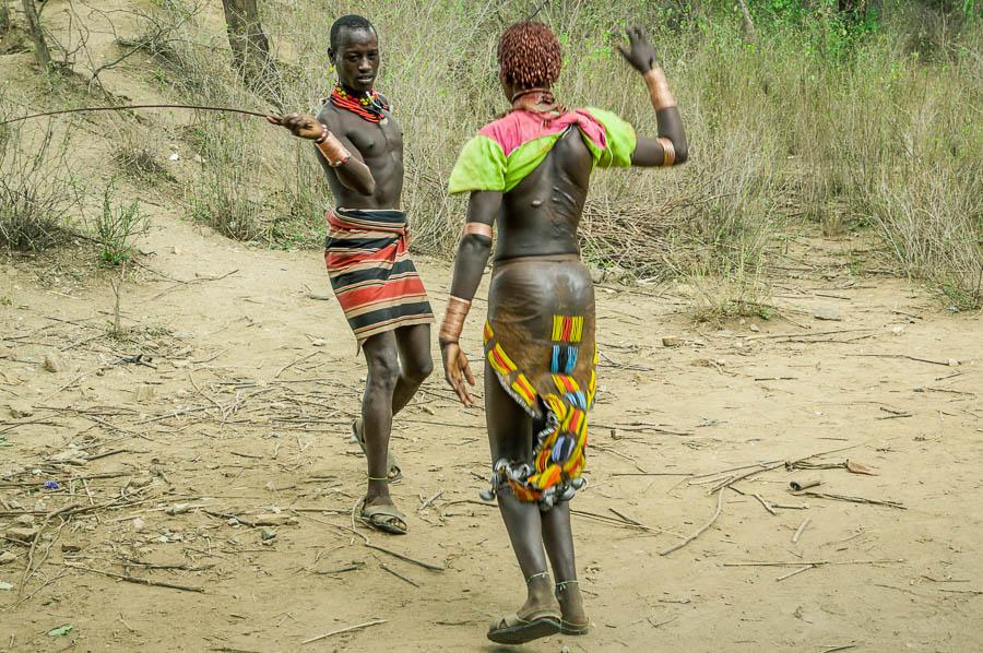 Marcas a causa de la ceremonia Bull Jumping, Etiopía
