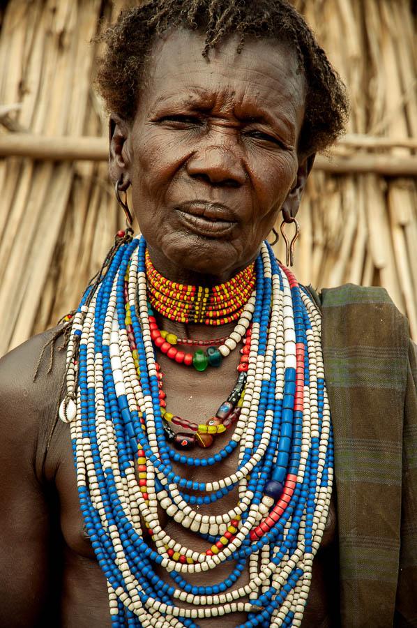 Mujer , tribu Arbore, Etiopía