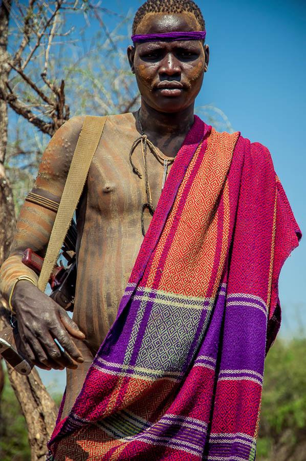 Hombre armado Mursi, Etiopía