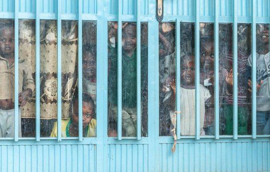 Tribus de Etiopia, niños mingi