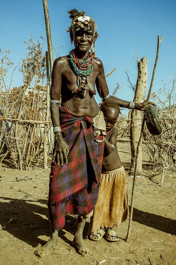 Abuela, nieta, Dassanech, Etiopia