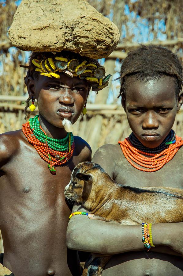 Niños Dassanech en Etiopía