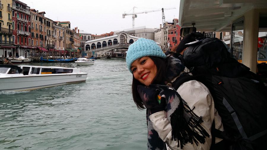 Irene con su Mochila en Venecia