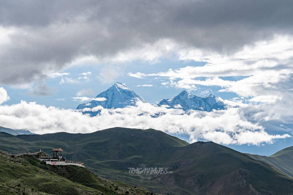 Lower Mustang - Vista del Tukuche y Dhaulagiri desde Muktinath
