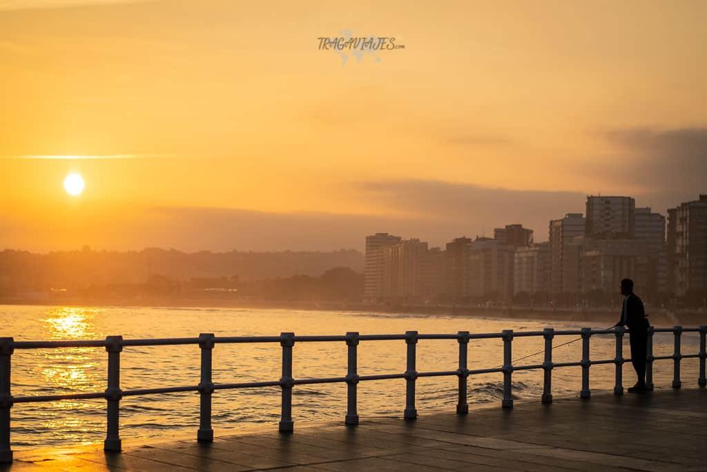 Qué ver en Gijón - Amanecer en la playa de San Lorenzo