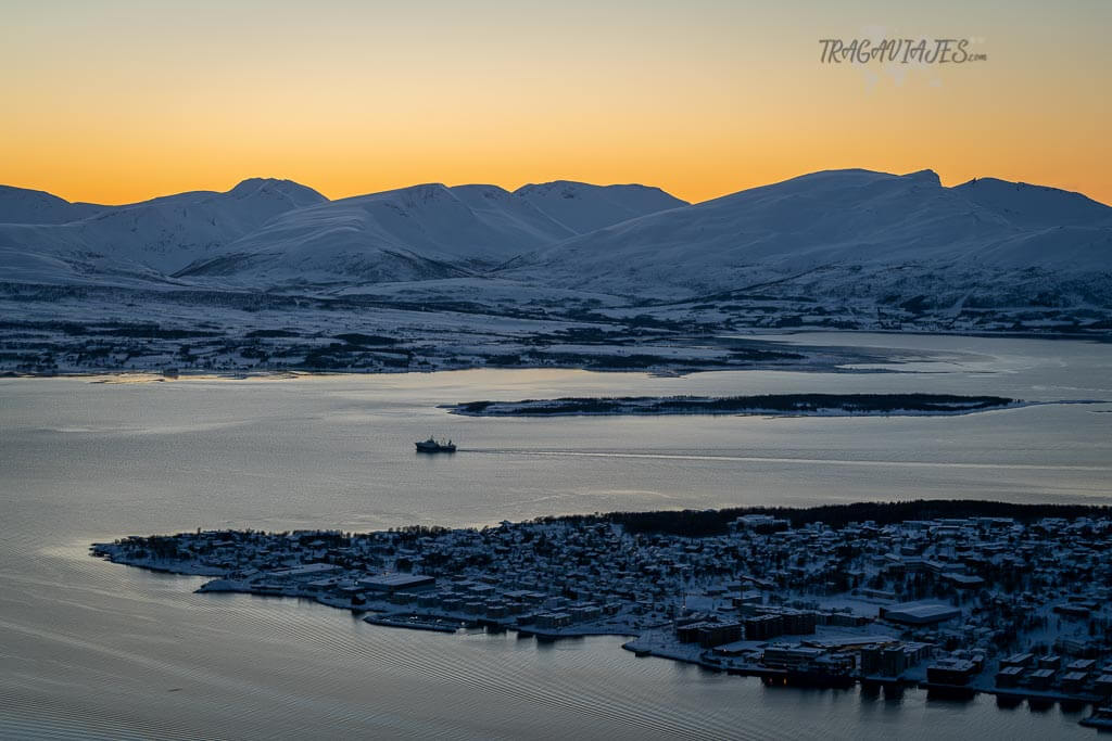 Imprescindibles de Tromso - Vista de Kvaløya desde el Teleférico de Fjellheisen