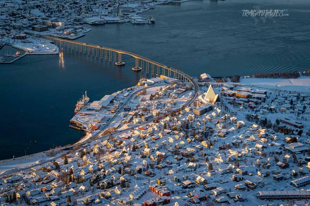 Vista del puente de Tromsøbrua