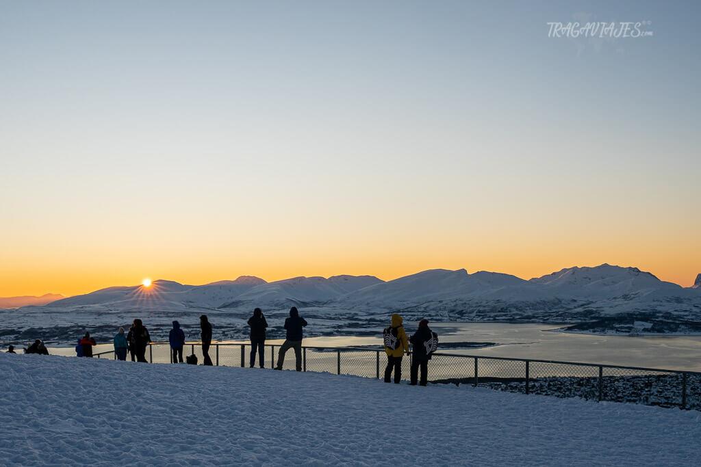 Qué ver en Tromso - Atardecer desde el monte Storsteinen con vistas a Kvaløya