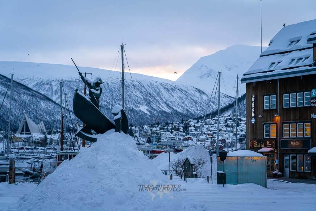 Tromso en 1 día - Estatua de Arctic Hunter