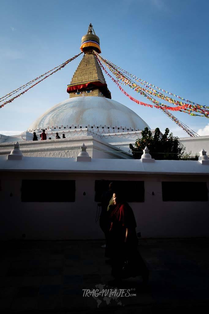 Qué ver en katmandú en 4 días - Fieles realizando la hora tibetana