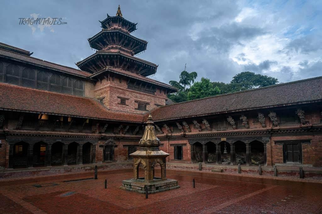 Qué ver en el valle de Katmandú y alrededores - Patio interior del palacio de la plaza Durbar de Patan