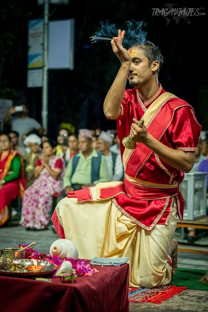 Qué ver y hacer en Pokhara - Ritual hindú de Tal Barahi Aarati