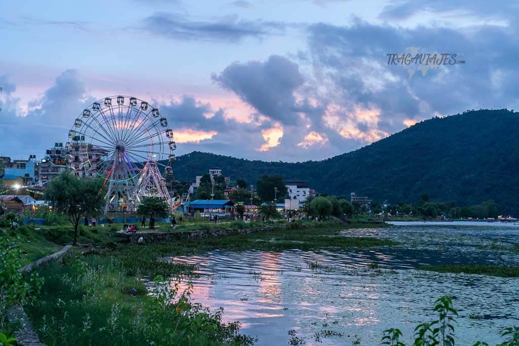 Qué ver y hacer en Pokhara - Atardecer a orillas del lago Phewa