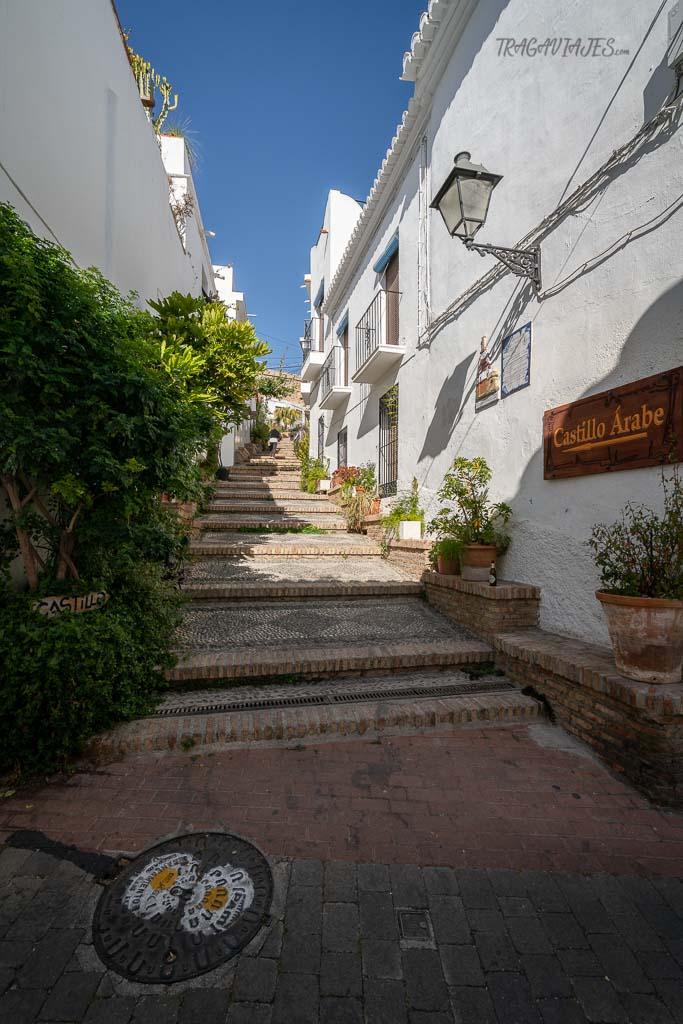 Qué ver y hacer en Salobreña - Calle de subida al castillo