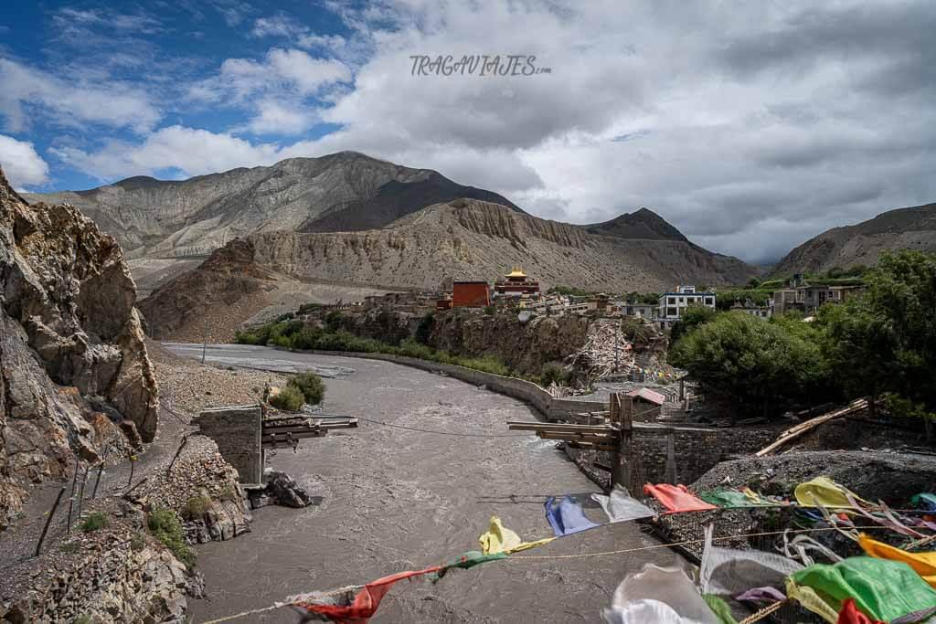 Trekking Lower Mustang - Vista de Kagbeni de camino a Tiri