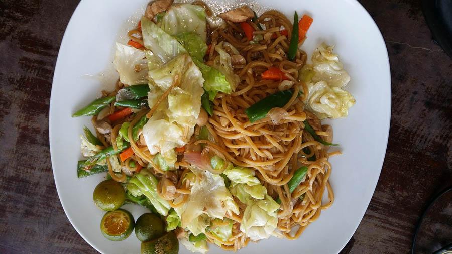 Comida filipina Pancit