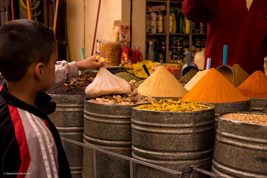 Especias en el zoco de Fez, Marruecos