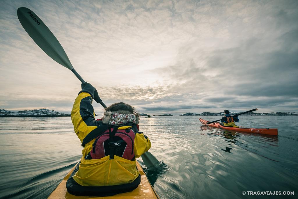 hacer kayak en Lofoten