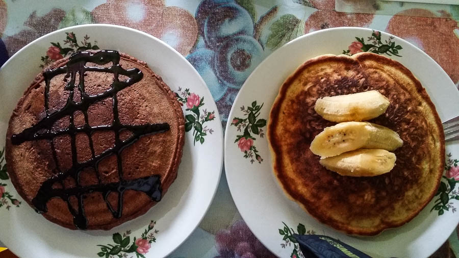 Desayuno en restaurante Gacayan, Port Barton, Filipinas