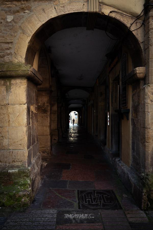 Qué ver en Avilés - Soportales calle Ferrería