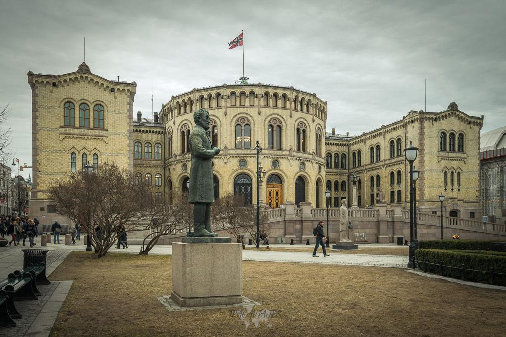 Qué ver en Oslo en un fin de semana. Edificio del parlamento de oslo