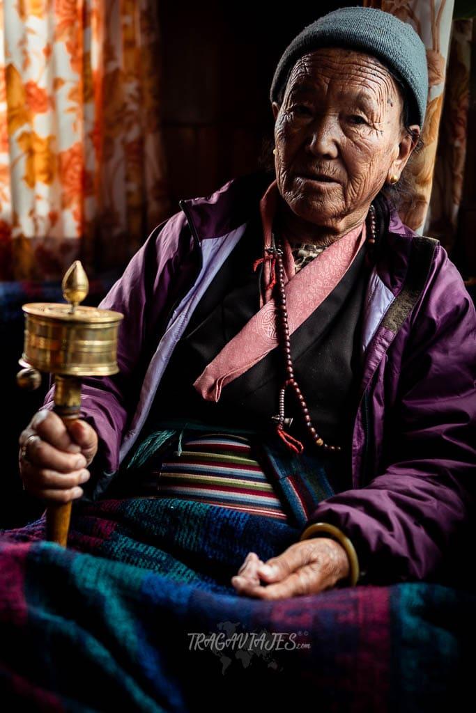 Trekking al campo base del Everest - Mujer sherpa
