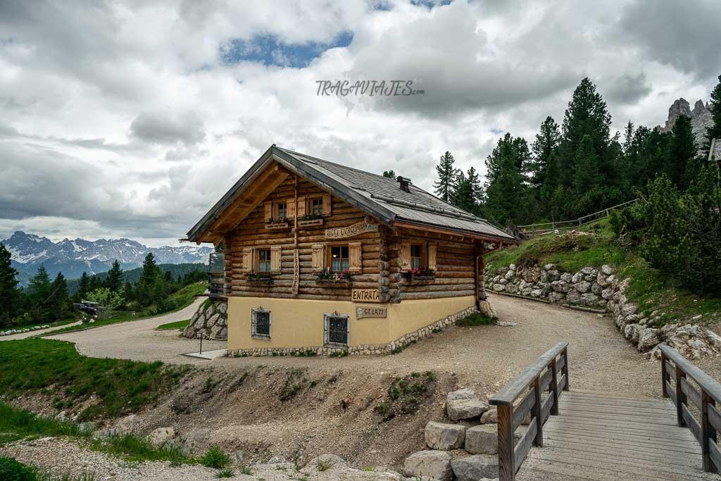 Refugio de Gardeccia en los Dolomitas