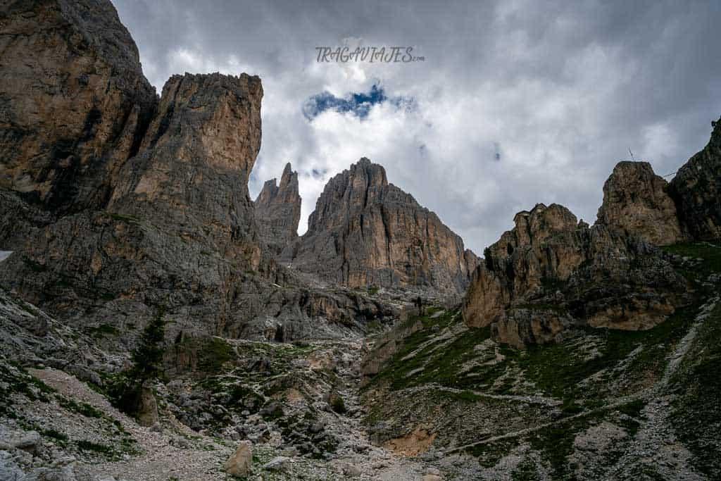 trekking torres vajolet dolomitas - De camino al refugio Vajolet