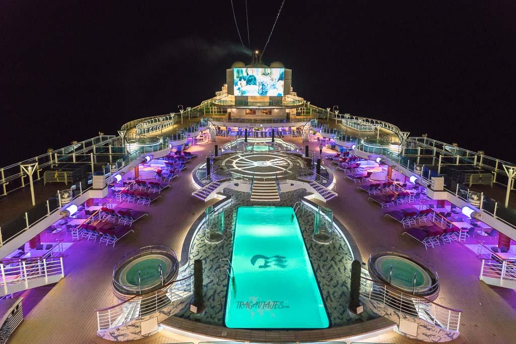 Viaje en crucero y piscina