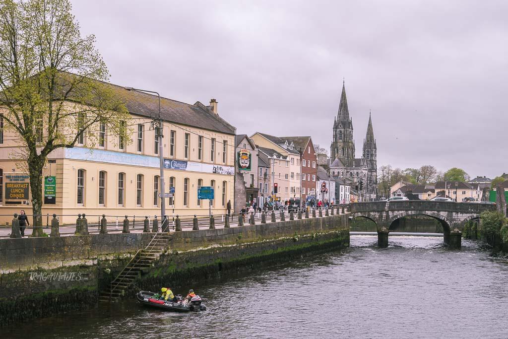 Durante el viaje en crucero realizas una parada en Cork